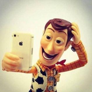 6357645206813167751308985527_woody-selfie